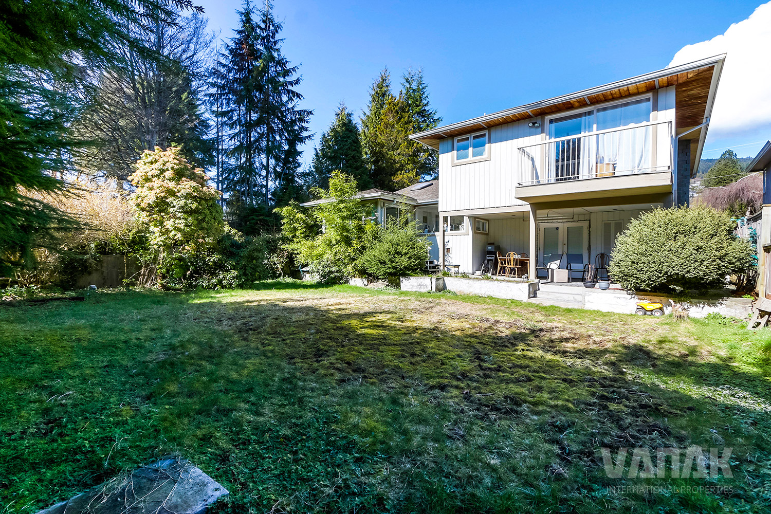 1840 MATHERS AVENUE, West Vancouver, BC, Canada, 5 Bedrooms Bedrooms, ,2 BathroomsBathrooms,Residential attached,Opportunity,MATHERS AVENUE,1500